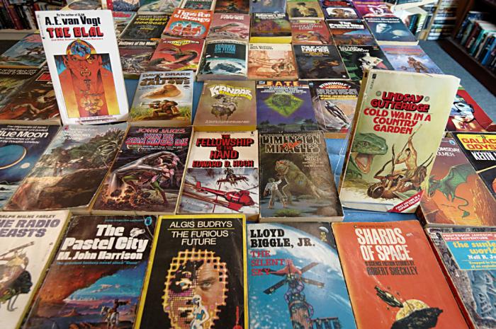 Wolverton Books pulp scifi