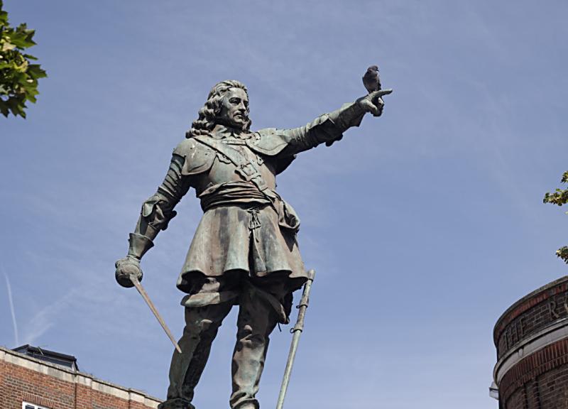 John Hampden statue
