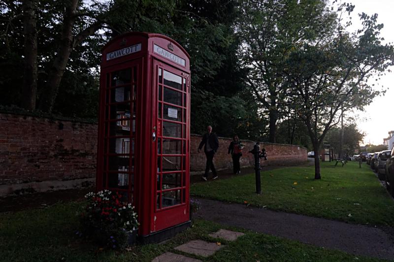 Gawcott phone box mini library