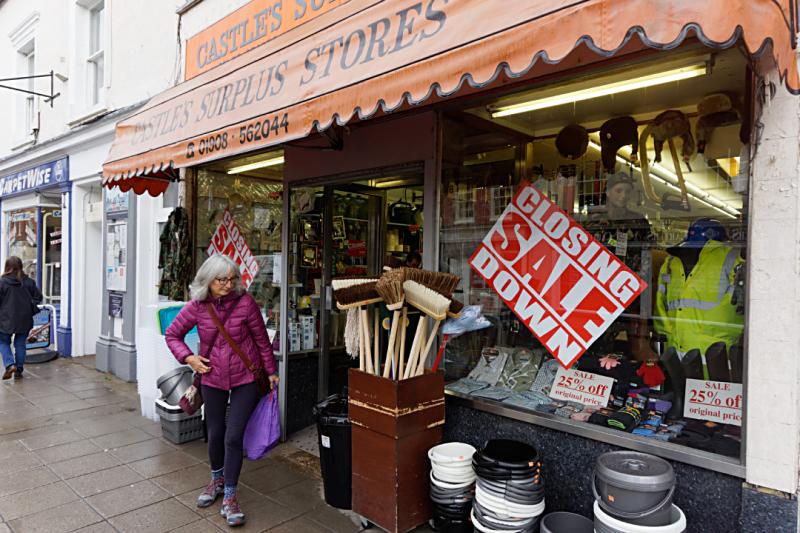 Castle's closing down Stony Stratford
