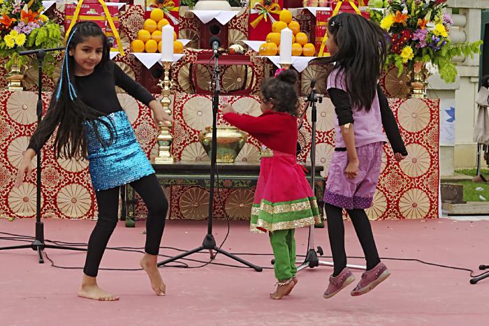 Girls dancing at Peace Pagoda