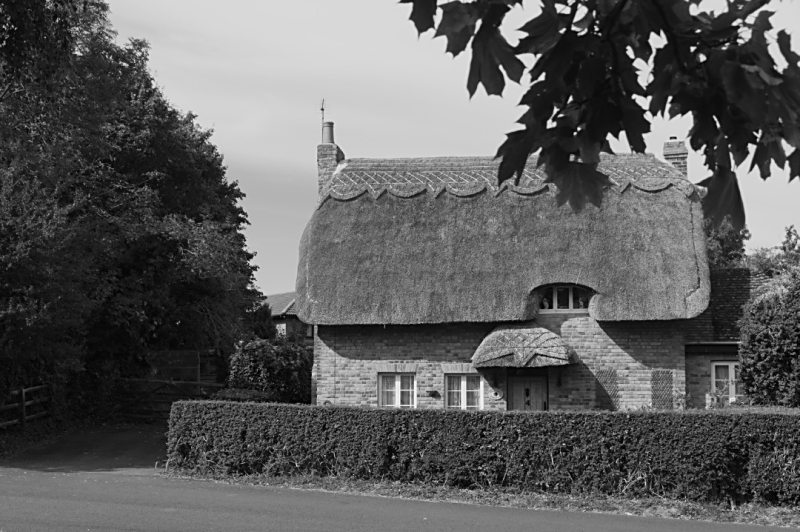 Old Thatch cottage  Woughton on the Green
