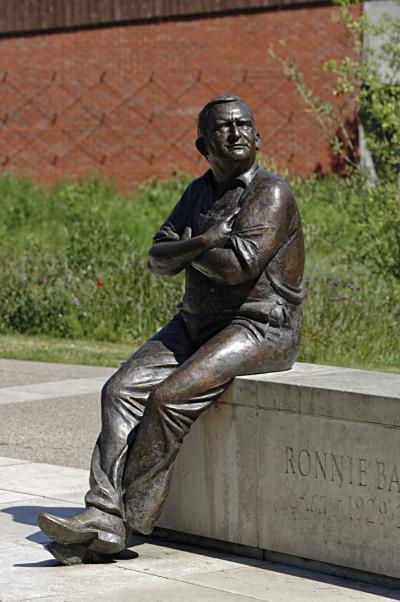 Ronnie Barker statue  Aylesbury