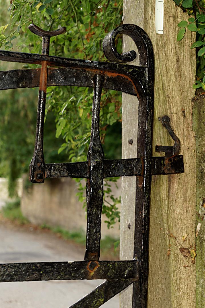 Lift up churchyard gate latch