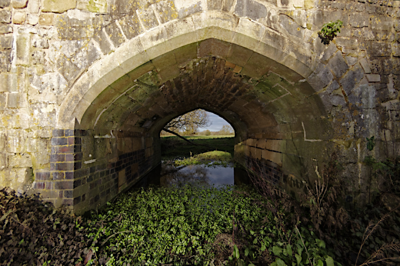 Side arch  Thornborough Bridge