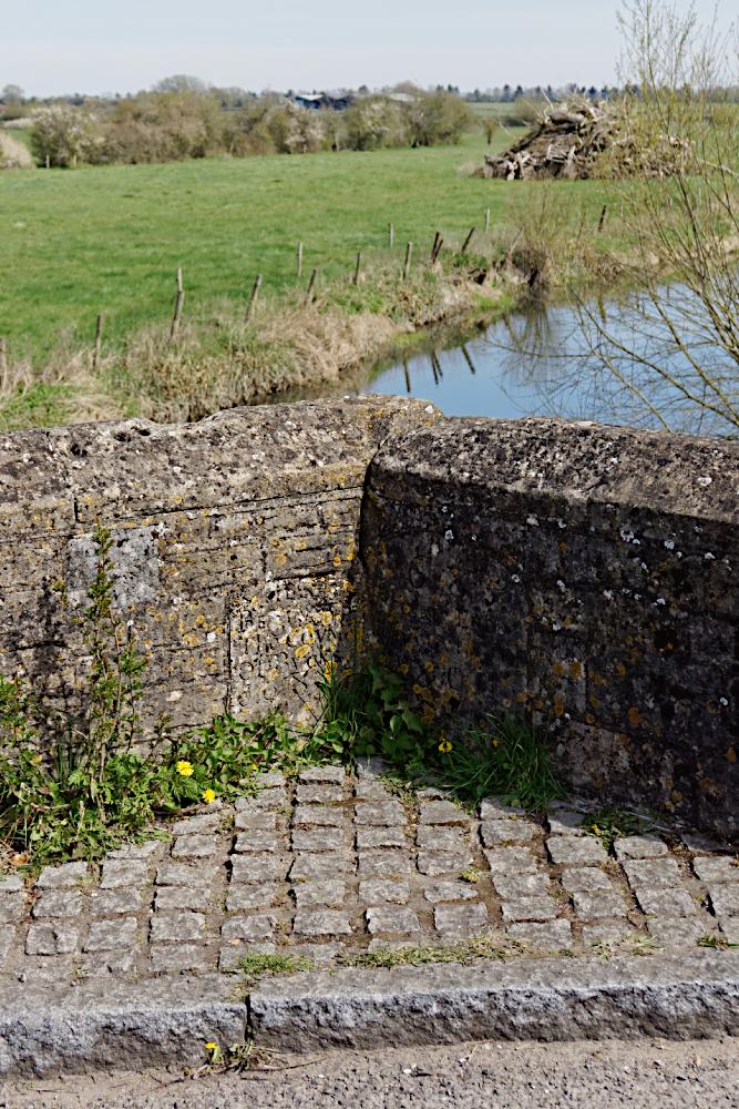 The county border at Ickford Bridge