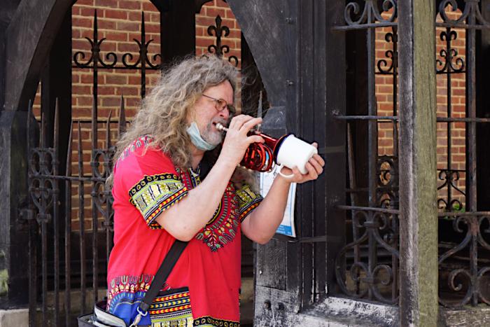 Tin mug trumpet mute